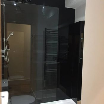 jet black bathroom glass splashback