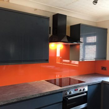 coloured splashback ideas kitchen
