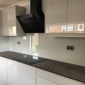 coloured splashback ideas