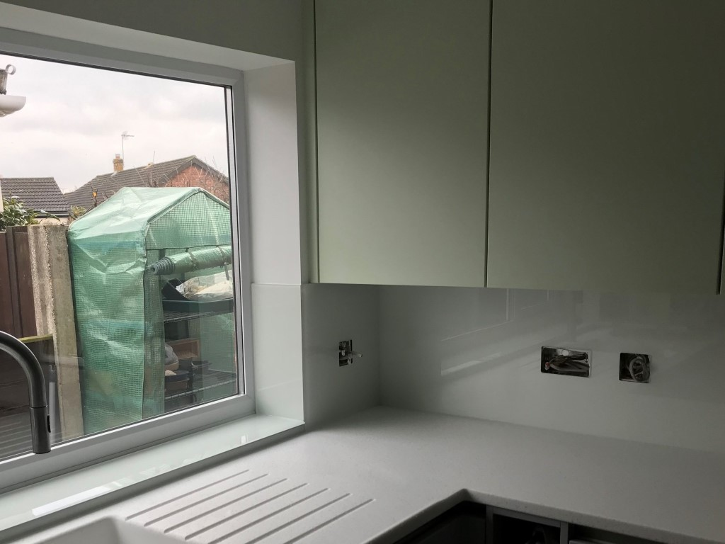 Pure White Glass Kitchen Splashback (2)