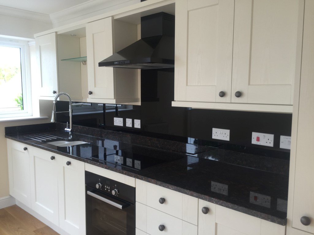 Black Glass Kitchen Splashback (4)