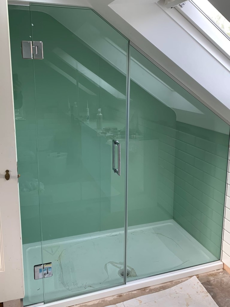 Shower Splashback And Glass Door (2)